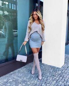 Pregnant Women in dress - Maternity clothes - Pregnancy Cute Maternity Outfits, Stylish Maternity, Maternity Wear, Maternity Fashion, Maternity Styles, Maternity Dresses, Pregnancy Looks, Pregnancy Photos, Pregnancy Info