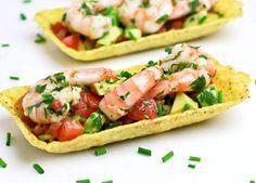 Taco tapas met avocadosalsa en garnalen