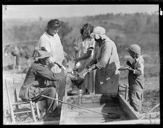 Straining the sorghum on the farm of J. W. Stooksberry, Anderson County, Tennessee. This is the primitive way of making molasses, October 1933 | Flickr -  The U.S. National Archives
