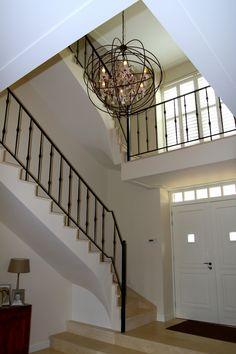 Vide in trappenhuis van klassiek statig herenhuis door Spanjers Architect Villa, Stairs, Design Ideas, Home Decor, Lush, Ladders, Homemade Home Decor, Stairway, Staircases