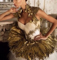 Gold details Couture Fashion, Runway Fashion, Beautiful Dresses, Nice Dresses, Chic Outfits, Fashion Outfits, Goddess Costume, Fantasy Dress, Costume Design