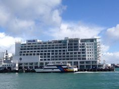 Review of the Hilton Auckland Hotel, Auckland, New Zealand by Wilson Travel Blog Us Travel, Family Travel, Conrad Hotel, Auckland, Hotel Reviews, Adventure Travel, New Zealand, New York Skyline, Hotels