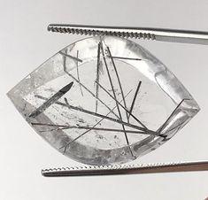 Quarzo gemma con inclusioni di tormalina ct. 51,20 cleopatrartstones Gemma, White Quartz, Black Tourmaline, Gemstones, Etsy, Jewelry, Jewels, Schmuck, Jewerly