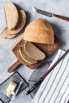 This Easy Homemade Rye Bread made with caraway seeds tastes delicious and is a wonderful, wholesome change for sandwiches, toast, or served plain. Jewish Rye Bread, Homemade Rye Bread, Caraway Seeds, Bread Machine Recipes, How To Make Bread, Sandwiches, Rolls, Eat, Cutting Board