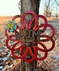 Horse shoe wreath. Awesome DIY!