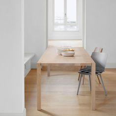 Cute Die quadratischen Beine der Esstisches SLOANE sto en durch die filigrane nur mm breite Tischplatte Der Tisch mutet leicht und elegant an