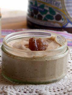 MaronSui's maison 300 gr de crème de marrons  1 cc d'extrait de vanille 130 ml de crème fraîche entière 2 blancs d'oeufs