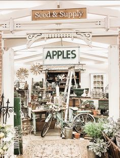 If you love picking your going to love this article. This article shares some great finds on Liz Marie's latest antiquing trip Antique Booth Ideas, Antique Mall Booth, Antique Shops, Store Displays, Shop Window Displays, Old Crates, Small Room Decor, Miss Mustard Seeds, Old Boxes