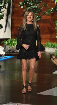 Jennifer Aniston tells Ellen that she would reprise role of Rachel for Friends reunion Peinados Jennifer Aniston, Jennifer Aniston Pictures, Jennifer Aniston Style, Jenifer Aniston, Jennifer Aniston Friends, Adrienne Bailon, Kate Beckinsale, White Hair Highlights, Rachel Friends