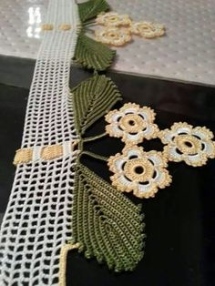 This Pin was discovered by Gün Love Crochet, Crochet Lace, Mary Lu, Crotchet Patterns, Crochet Borders, Elsa, Diy And Crafts, Crochet Earrings, Unique