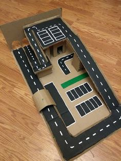 Cardboard creations: Racetrack Source by cogumelovinni Craft Work For Kids, Crafts For Boys, Projects For Kids, Diy For Kids, Fun Crafts, Cardboard Box Crafts, Cardboard Crafts, Indoor Activities For Kids, Toddler Activities