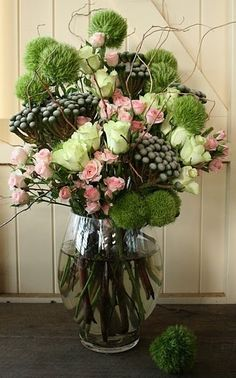 how to make this floral arrangement of spring flowersi kind of think that all homes should have fresh flowers hanging about somewhere and i love all the - Floral Design Ideas
