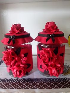 Herthal art's: vidros decorados com e.v.a rosas vermelhas Cd Crafts, Foam Crafts, Bottle Crafts, Diy And Crafts, Polymer Clay Creations, Polymer Clay Crafts, Clay Jar, Crochet Storage, Pasta Flexible