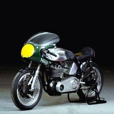 "Norton Manx | 500cc | Bikini Fairing | Rep | Molnar  Norton Manx | Commonly called the Manx Norton | Norton always applied the term ""Manx"" to the limited quantity of racing motorcycles that it produced for the open market. The name refers to the Isle of Man, where the Tourist Trophy was run"