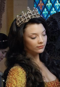 This gold tiara, was first seen on The Tudors. It was first seen on Natalie Dormer as Anne Boleyn. The tiara was used again in the third season of The Tudors in 2009 on Annabelle Wallis as Jane Seymour. Most recently in 2014 the piece was spotted again in the television show The Musketeers, where it was worn on Alexandra Downing as Queen Anne.