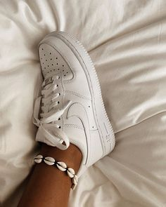 Nike Air Force Sneakers Wit - I have many faults, but being a shoeaholic isn't one of them Shoes Nike Air Force Mujer, Zapatillas Nike Air Force, Nike Air Force 1 Outfit, Tenis Nike Air, Nike Shoes Air Force, Moda Sneakers, Sneakers Mode, Sneakers Fashion, White Shoes Outfit Sneakers
