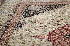 Fine quality traditional rug