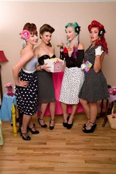 Pin up girl costumes Rockabilly Pin Up, Rockabilly Moda, Rockabilly Fashion, Retro Fashion, Vintage Fashion, Rockabilly Dresses, Vintage Chic, Looks Vintage, Mode Vintage