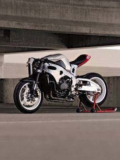 "Honda CBR1000rr, ""café fighter."" #Bike EXIF #design"