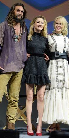 Jason Momoa with Amber Heard and Nicole Kidman Comic Con. Amber Heard Hair, Aquaman Film, Long Hair Models, Lisa Bonet, Jason Momoa, Nicole Kidman, Dress And Heels, Celebs, Celebrities