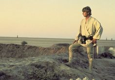 Abrams will set part of Star Wars Episode VII at the most important planet in the universe. Read about Star Wars 7 Tatooine filming here. Star Wars Padme, Star Wars 7, Star Wars Decor, Star Wars Film, Star Wars Luke Skywalker, Star Wars Episodio Iv, Saga, Star Wars Episode 4, Episode Iv