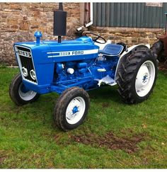 Small Tractors, Compact Tractors, Antique Tractors, Vintage Tractors, Ford Tractors, Lawn Tractors, Minneapolis Moline, Kids Motorcycle, Tractor Mower