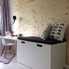 STUVA bank met opbergruimte | Deze pin repinnen wij om jullie te inspireren. IKEArepint IKEA IKEAnederland IKEAnl kinderen kinderkamer bureau wit opbergen opberger inspiratie bureau stoel
