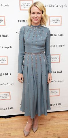 Naomi Watts was perfectly pretty at the New York Academy of Art's Tribeca Ball 2016 in an embellished dusty blue pleated number that she somewhat hadened with a black chain-strap purse and studded Valentino pumps.