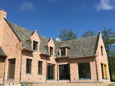 """Landelijke woning """"in opbouw"""" landelijke villa met blauwe boomse pannen # recupan # waregem"""