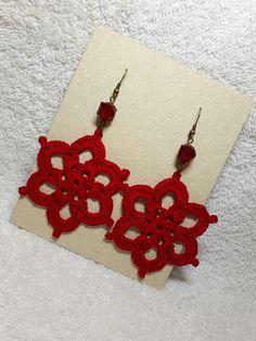 Criado por Lid e Luane Loureiro Thread Crochet, Easy Crochet, Crochet Lace, Craft Fairs, Crochet Flowers, Crochet Projects, Diy Jewelry, Crochet Earrings, Crochet Patterns