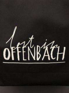 """Die Lederstadt. Das Liebesnest Goethes. Assitonis Heimat. Die kriminellste Stadt Deutschlands. Offenbach ist in vielerlei Hinsicht presetted – genau deswegen lohnt es sich, einen eigenen """"New record"""" anzulegen und Offenbach am Main richtig kennen zu lernen."""