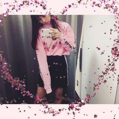 いいね!11.8千件、コメント48件 ― 内田理央 だーりおさん(@rio_uchida)のInstagramアカウント: 「オタカレ見てくれた人ありがとうございます 今日のお洋服は  #littlesunnybite  スカートは #murua  靴は #nike だよ 網タイツって履くのめんどくさいよね、、…」