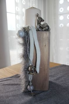 super Pillar as table decoration! Decorated with a faux fur ribbon, ball, deer a… super Pillar as table decoration! Decorated with a faux fur ribbon, ball, deer and a candle! Silver Christmas Decorations, Christmas Tablescapes, Christmas Candles, Diy Christmas Gifts, Christmas Time, Christmas Costumes, Halloween Costumes, Christmas Ornaments, Diy Hanging Shelves