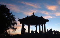 Lugares fantásticos para ver o sol nascer  MONTANHA ALISHAN, TAIWAN Visitantes de todo o mundo chegam a esta montanha para contemplar o céu de um novo dia