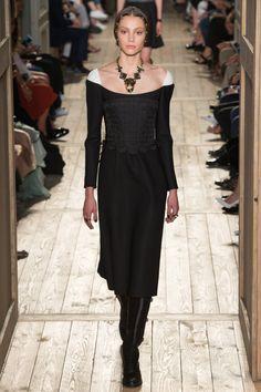 Valentino | Haute Couture | Fall 2016. IDEA DE HOMBROS...