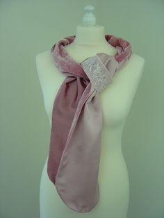 Seidenschals - Seidensamt Schal La Vie en Rose Perlenstickerei - ein Designerstück von hofatelier-mode bei DaWanda