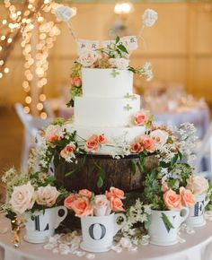 Photo: Jeff Loves Jessica Photography; 19 Artful and Sophisticated Wedding Cakes: http://www.modwedding.com/2014/01/14/19-artiful-and-sophisticated-wedding-cakes/ Photo: Jeff Loves Jessica Photography