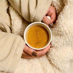 ✨Golden Lift: a bebida perfeita para aquecer o seu inverno e o seu coração. 💛 Quem aí também adora? 🙋🏼♀️ #goldenmilk #goldenlift #beessential Golden Milk, Adora, Food, Instagram, Nutritional Supplements, Health Benefits, Cooking Tips, Spices, Recipes