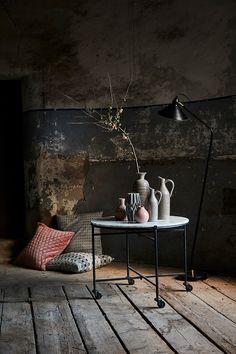 home decor blue Modern Rustic Decor, Rustic Room, Dark Interiors, Rustic Interiors, Design Japonais, Architecture Design, Deco Boheme, Rustic Elegance, Wabi Sabi