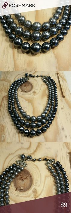 Gray shaded necklace Different shades of gray beaded necklace Vintage Jewelry Necklaces