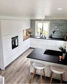 Hidden Kitchen, Cheap Bathrooms, Home Decor Quotes, Design Moderne, Cuisines Design, Küchen Design, Interior Design, Hallway Decorating, Elle Decor