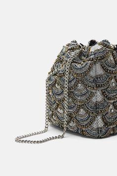 Image 3 de MINI SAC BANDOULIÈRE AVEC VERROTERIES MULTICOLORES de Zara Beaded Embroidery, Embroidery Designs, Zara, Potli Bags, Embroidered Bag, Mini Crossbody Bag, Branded Bags, Vintage Bags, Beautiful Bags