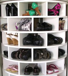 DIY plans for a lazy shoe rack holds between 40-56 pairs!