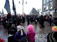 Segura! Escola de Samba Maestricht, de naam zegt het al. Samba-band met als standplaats Maastricht. Hier spelen ze op Carnavalszondag 19 februari 2012. Ze komen vanaf de oude brug.