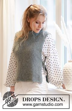 City Cover / DROPS - Free knitting patterns by DROPS Design Knitted vest in DROPS Sky. The piece is worked with textured pattern, high neck and openings in the sides. Sizes S - XXXL. Knitting Patterns Free, Knit Patterns, Free Knitting, Baby Knitting, Free Pattern, Drops Design, Knit Cardigan Pattern, Big Knits, Sport Weight Yarn