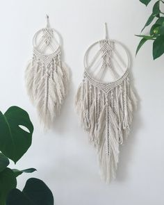 just listed these two feathered macrame dream catchers in my shop. They were a lot of fun to make and I'll definitely be making one for myself! Happy sunny Sunday all ? Macrame Design, Macrame Art, Macrame Projects, Macrame Knots, Art Macramé, Modern Macrame, Macrame Tutorial, Macrame Patterns, Bohemian Decor