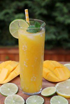 Limonada o refresco de mango con limon y menta