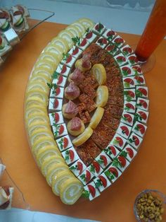 Party Platters, Cheese Fruit Platters, Meat Trays, Party Finger Foods, Finger Food Appetizers, Appetizer Recipes, Breakfast Presentation, Food Presentation, Plateau Charcuterie
