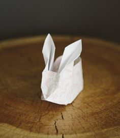 Origami Bunny Fold - Instructions and Inspirational Easter Decorations Ideas Origami Rose, Origami Ball, Cute Origami, Oragami, Origami Paper, Diy Paper, Diy Origami, Bunny Origami, Easter Crafts