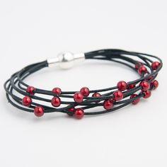 bracelet cuir avec perles magiques rouges : Bracelet par l-et-e-creations